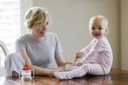 如何防止婴儿吐奶