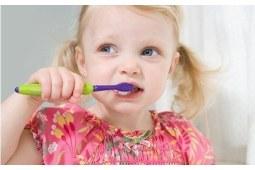 电动牙刷竟导致孩子牙龈出血!儿童牙刷选择不要赶潮流