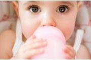 宝宝断奶好处多 选对季节很重要