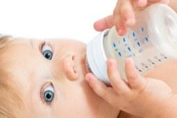 为什么婴儿奶粉那么难喝呢?我们认为好喝的奶粉宝宝也会喜欢吗?