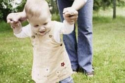 宝宝走路迟不要怕,这些窍门帮助你