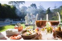 葡萄酒聚会,这些下酒菜可以配一配